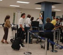 Viajeros que salgan de Panamá deberán declarar valores por más de 10.000 dólares